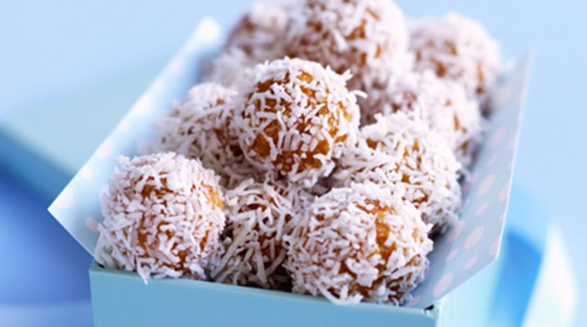 Make someone happy: apricot coconut balls...